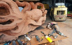 wood-chainsaw-giant-octopus-jeffrey-michael-samudosky-8-59c8e49500e50__880.jpg