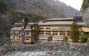 oldest-hot-springs-hotel-nishiyama-onsen-keiunkan-japan-5b2caea372fb0__700.jpg
