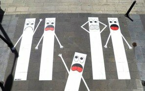 Street-artist-makes-Frances-pedestrian-tracks-become-much-more-fun-5b31fde2c603b__700.jpg
