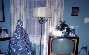 vintage-christmas-house-interior-decorations-1950s-1960s-11-5c0f71f1bf415__700.jpg