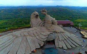 largest-bird-statue-jadayupara-jatayu-earth-centre-india-3-5cb990adad5df__700.jpg